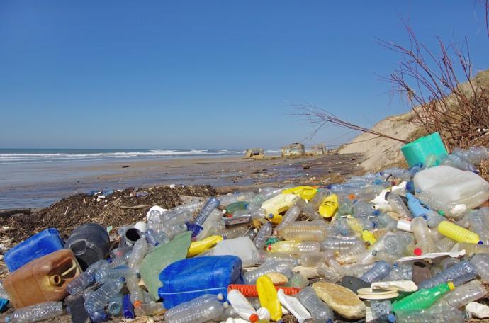 태평양 한 가운데 플라스틱 섬이 생길 정도로 플라스틱 쓰레기는 바다 생태계에 커다란 재앙이다.  - GIB 제공